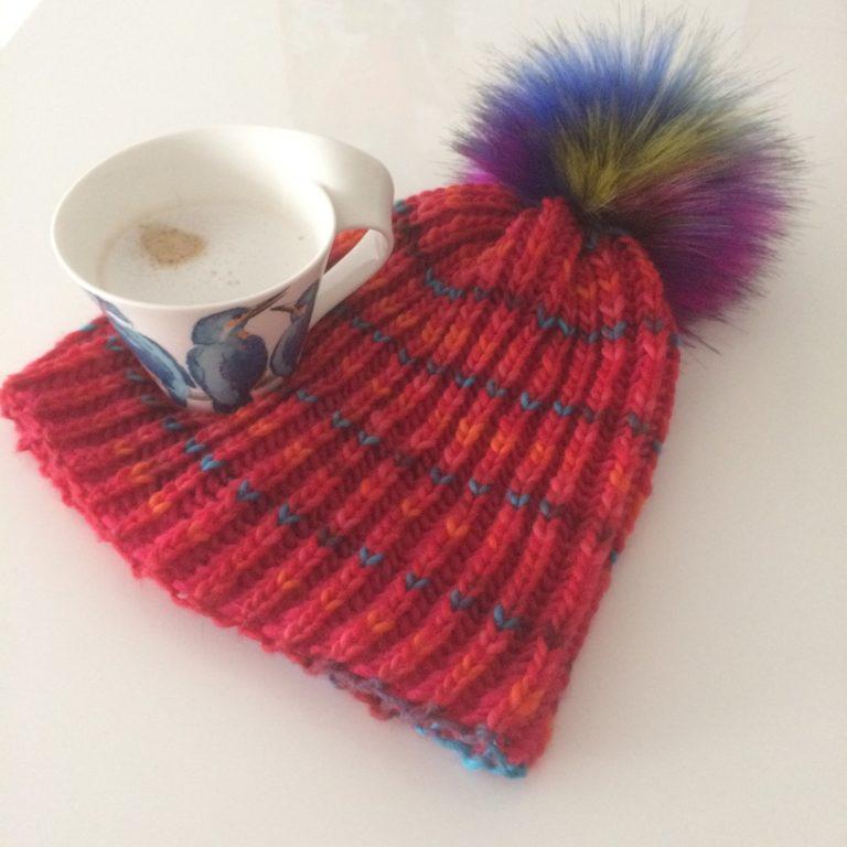 Coole Mütze mit veganer Kunstfellbommel Lovafur